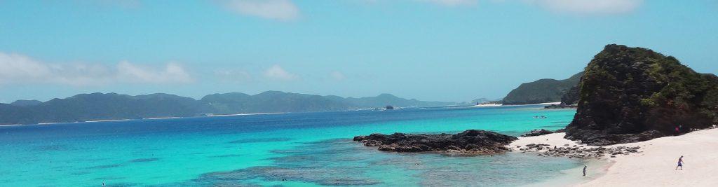 非常にきれいな沖縄の座間味諸島へ行った時に撮影した海です