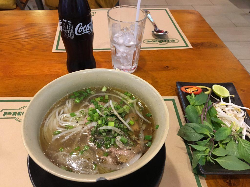 ベトナムホーチミンで食べたフォーです。