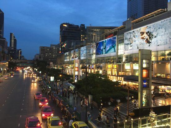 バンコクの中心にあるショッピングモールのセントラルワールドです