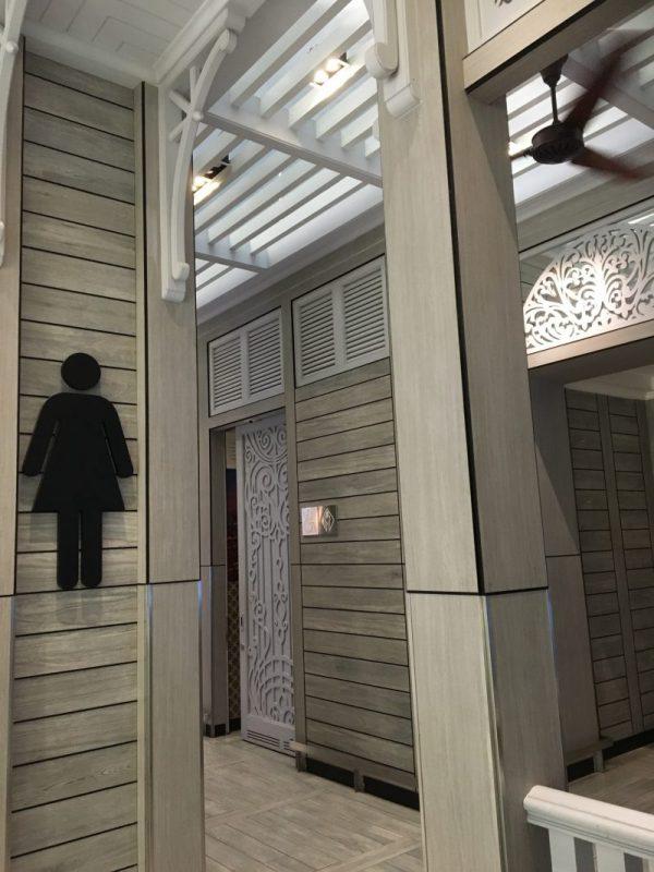 タイのバンコクにあるスワンナプーム飛行場のトイレです