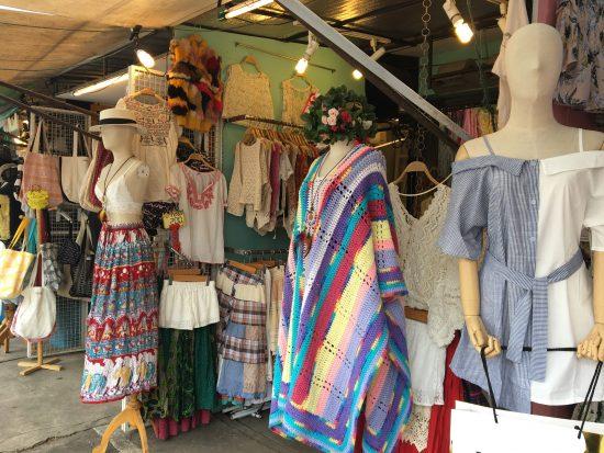 チャトチャックウィークエンドマーケットの洋服屋さんの服です