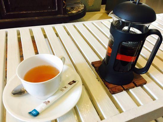 タイ・バンコクのBTSプロンポン駅近くカフェの紅茶です