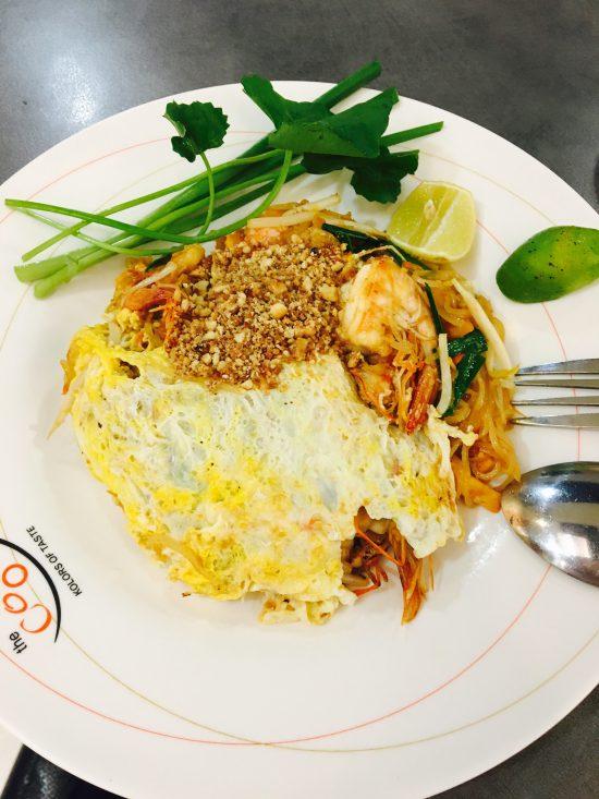 タイのバンコクで食べたパッタイです