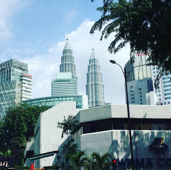 マレーシアクアラルンプールのペトロナスツインタワーです
