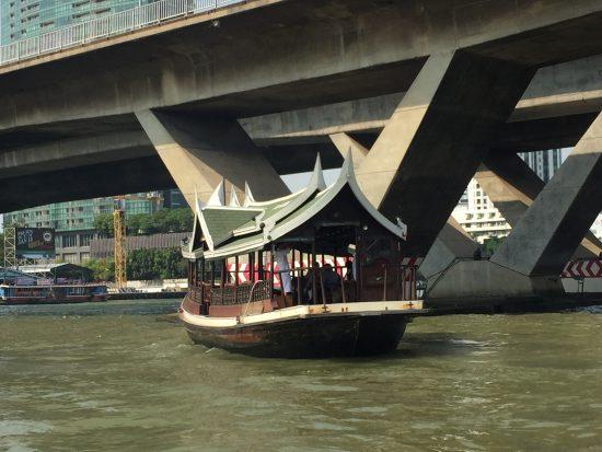 サパーンタクシン駅から出ているペニンシュラ行きボート