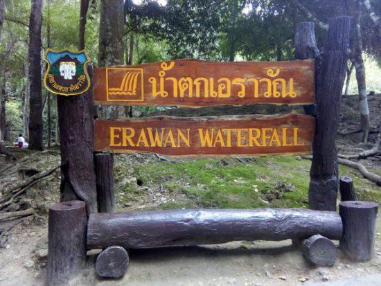 タイの観光地カンチャナブリのエラワン滝です