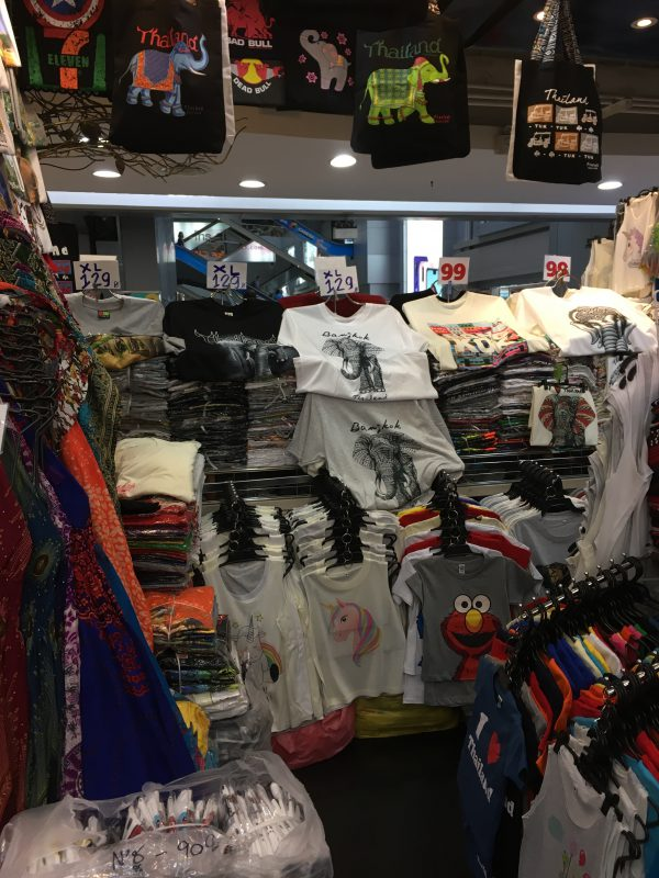 タイのバンコクのMBKで売っているTシャツ