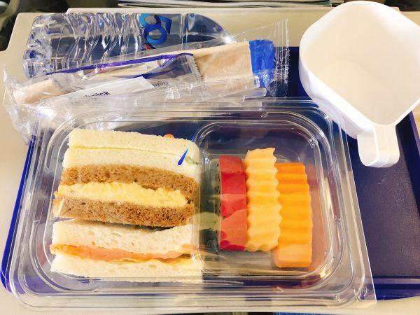 バンコクエアウェイズの機内食です