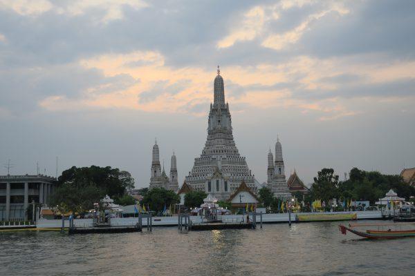 バンコクのチャオプラヤー川で船・クルーズ体験